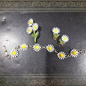 Adorable Vintage 70s Daisy Jewerly Set...